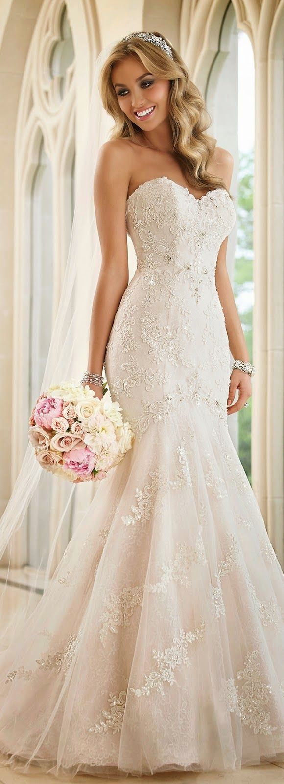 Top 5 Outstanding Weeding Dresses - love this one very gorgeous