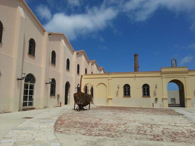Isola di Favignana - il piazzale interno della vecchia tonnara | da Lorenzo Sturiale