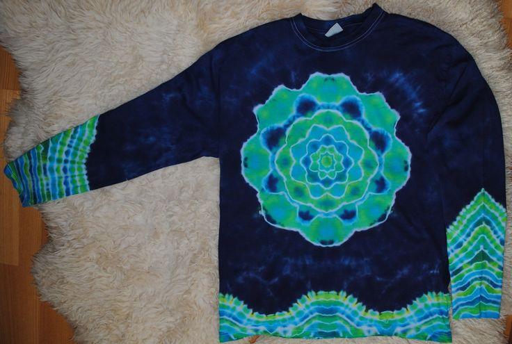 Tie dye T-shirt for men XXL Triko+XXL+-+V+hlubinách+oceánu+Pánské+originální+batikované+tričko+s+dlouhým+rukávem.+Velikost+XXL,+šířka+116+cm,+délka+79+cm.+Barveno+kvalitními+reaktivními+barvami,+první+vyprání+doporučuji+v+ruce,+další+možno+bez+problémů+v+pračce.+Tričko+je+vysoké+kvality+-+190+g/m2.+Zboží+si+můžete+také+vyzvednout+a+vyzkoušet+v+Brně.