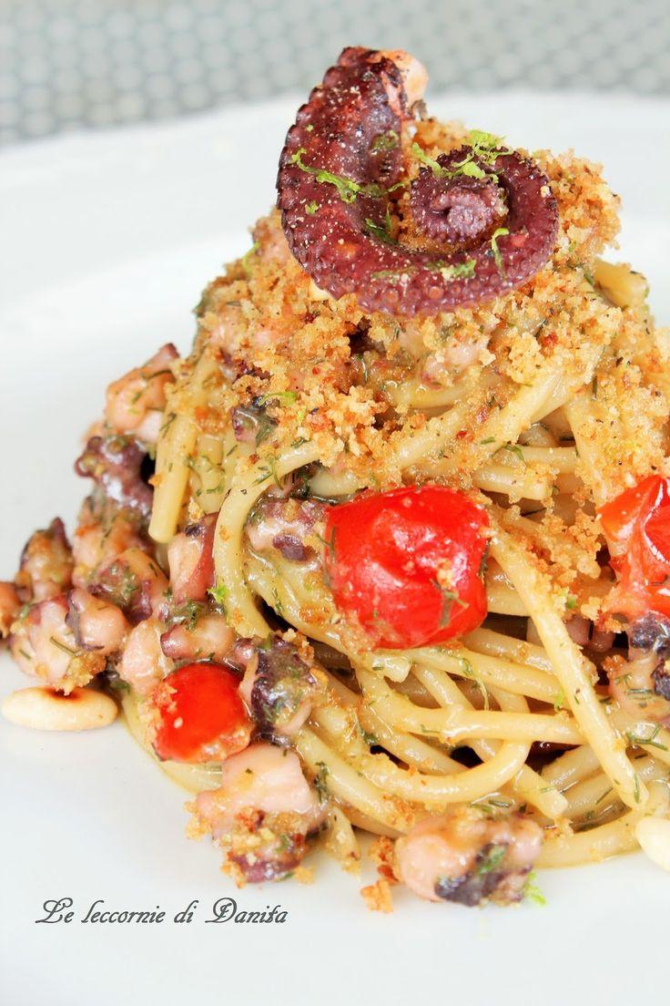 """Spaghetti al ragù di polpo con """"muddica atturrata"""" alla bottarga e verdello"""
