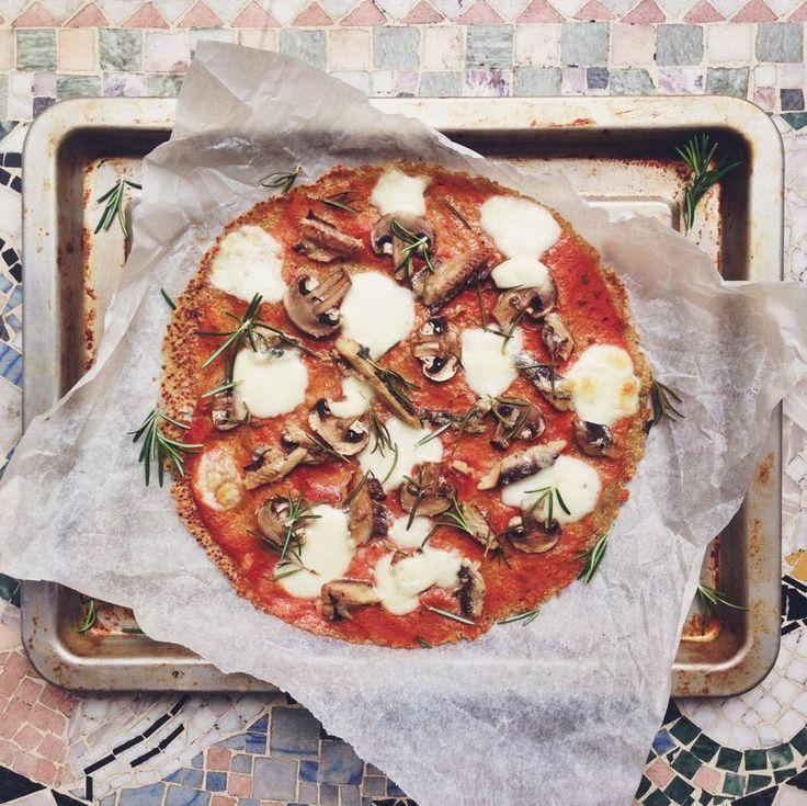 Glutenfree pizza with quinoa and buckwheat crust // Glutenfri pizza på quinoa- och bovetebotten med sardiner, svamp och mozzarella