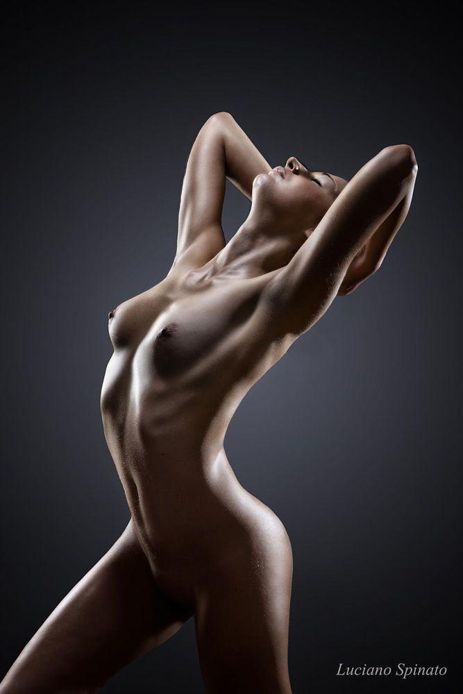 Naked girls havi g sex