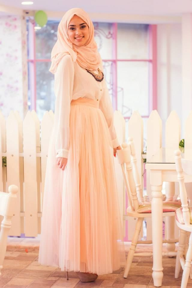 ..Simple and Classy Hijabi Outfit Idea..