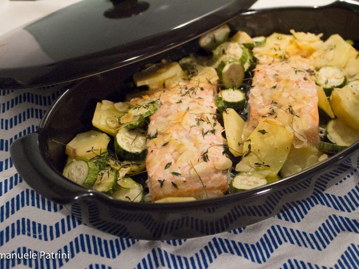 Salmone zucchine e patate al forno ricetta