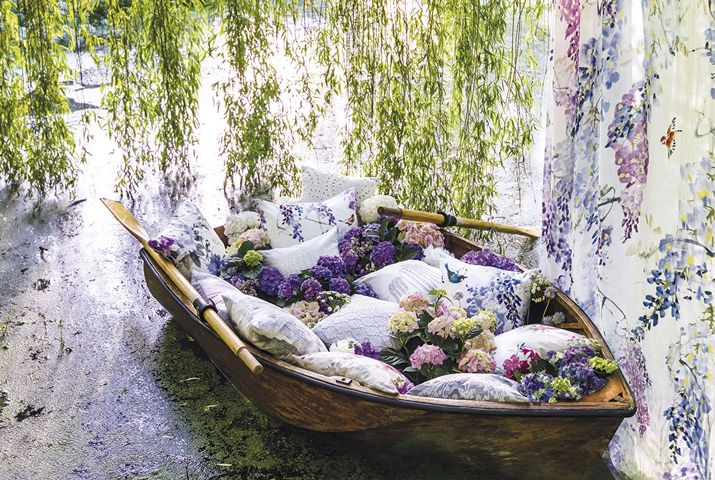 6-Waterperry-Fabrics-Carousel-Cushion-Boat