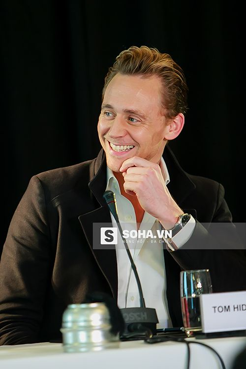 Tom Hiddleston attends a press conference for the Vietnam location filming of 'Kong Skull Island' in Hanoi on February 21, 2016. Source: http://soha.vn/giai-tri/loki-cuc-dien-trai-trong-buoi-hop-bao-tai-ha-noi-20160221143520407.htm Full size image: http://soha.vn/giai-tri/loki-cuc-dien-trai-trong-buoi-hop-bao-tai-ha-noi-20160221143520407.htm