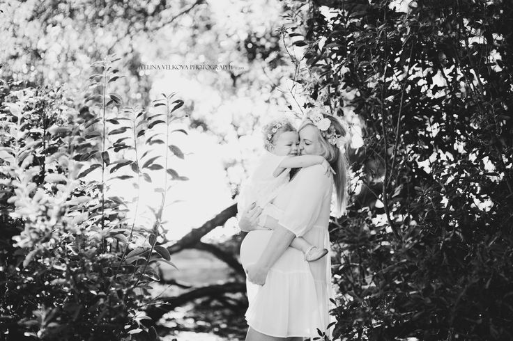 Precious Mother Daughter hug. This mummy is expecting another little girl. Auckland Maternity Session. http://ivelinavelkova.com/
