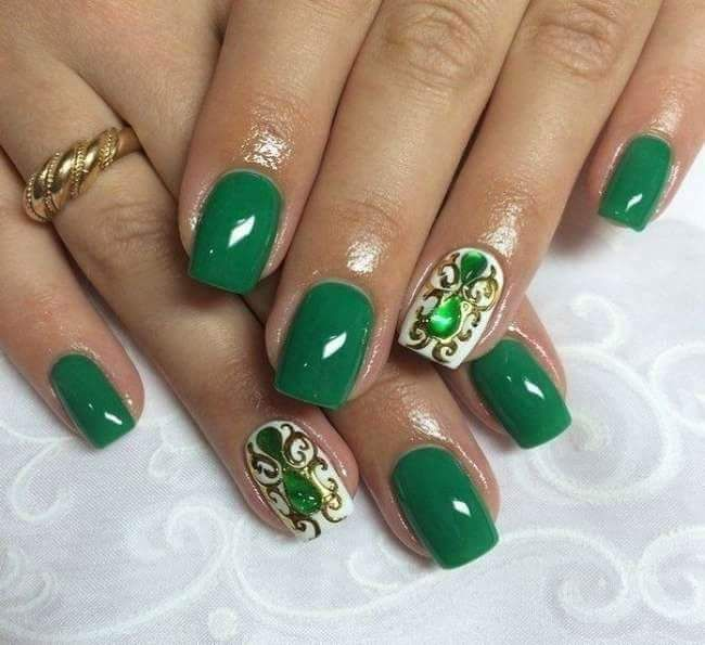 With Gold And White Dark Green Crystal Studed Nails