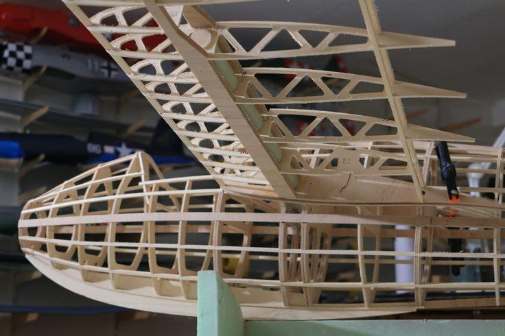 Verstrebungen und Spanten aus Flugzeugsperrholz im Modellbau cnc fräsen