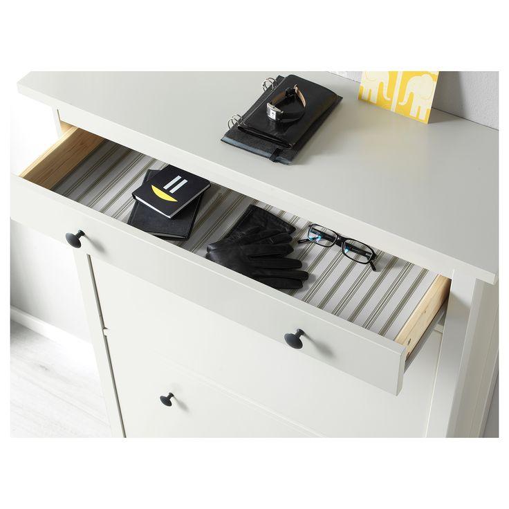 IKEA - HEMNES, Schuhschrank, 2fach, weiß, , Für schnelle Ordnung, gute Übersicht über Schuhe und mehr Platz im Flur.Doppelreihen in jedem Fach bieten Platz für mehr Schuhe.Hier bekommen Schuhe den Platz und die Belüftung, die sie brauchen, um lange präsentabel und angenehm tragbar zu bleiben.Beine nur an der Vorderseite - dadurch kann der Schrank über der Fußleiste direkt an der Wand stehen.