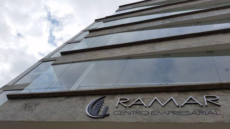 Fachada RAMAR en Vidrio de seguridad templado de 10 mm incoloro, con Accesorios en Acero Inoxidable