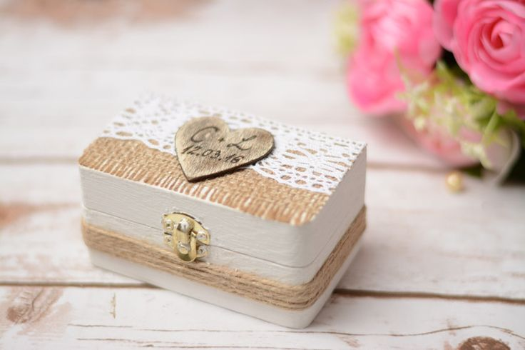 Ringkissen - Hochzeit Ringkissen Ring Träger box  Schachtel - ein Designerstück von HappyWeddingArt bei DaWanda