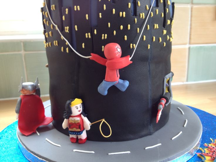 Detail of the Lego Superheroes cake