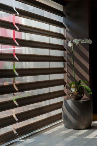 A cortina Illuminê, da Amorim Persianas e Cortinas (www.amorimcortinas.com.br), é produzida em tecido de poliéster e o preço sugerido pela marca é R$ 360 (o m²)