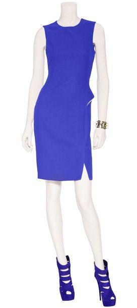 Outfit #93 Vestido de seda en color azul eléctrico by Versace. Cuff chapeado de oro y plata by Eddie Borgo. Sandalias de gamuza con plataforma en color azul violeta by Giuseppe Zanotti.