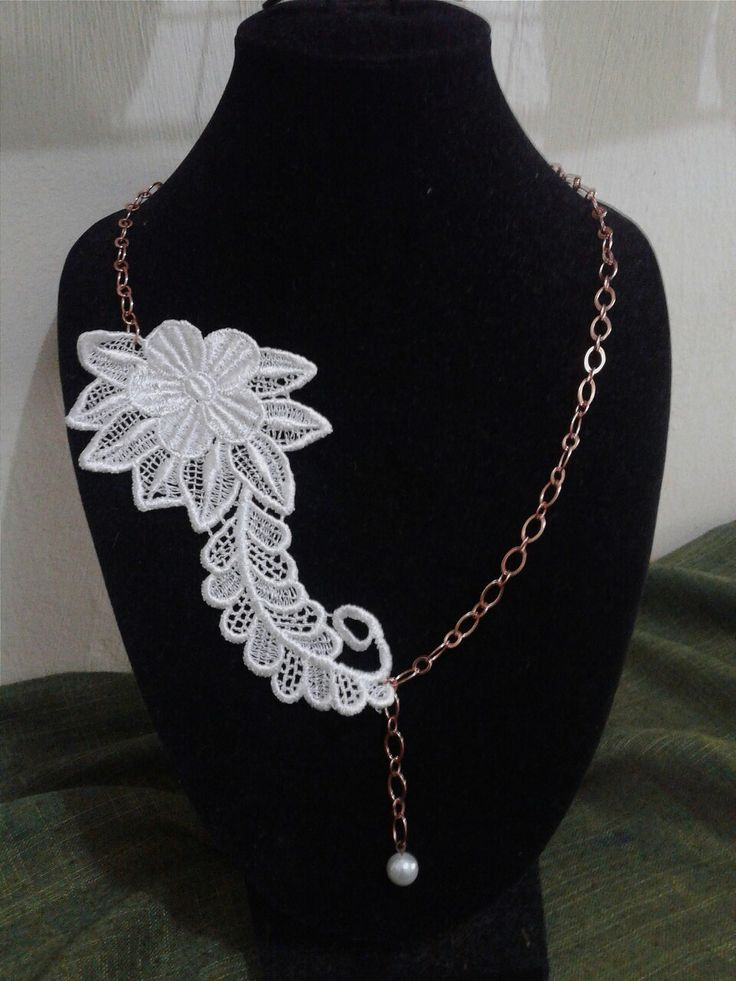 Lace pearl necklace