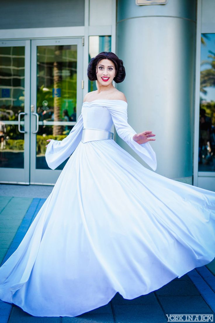 Disney Princess Leia! cosplay by Elizabeth Rage. yorkinabox StarWarsCelebration2015 ‬