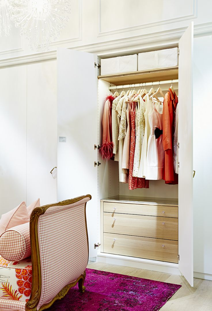 High design and functional organization merge into one with this PAX wardrobe