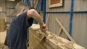 [Article] Apprenticeships 'should last a year', report says By Hannah Richardson. BBC, 27 November 2012.