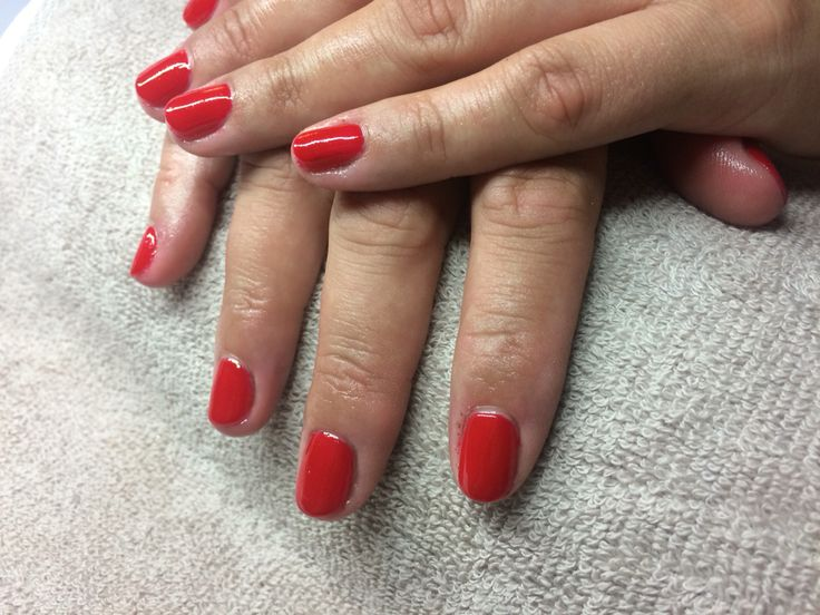 Red nails Classic