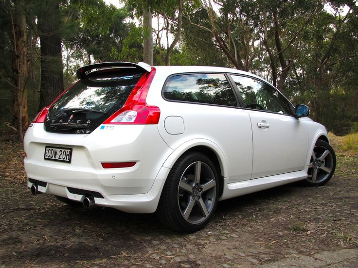 Photos from the Volvo C30 T5 R-Design Review