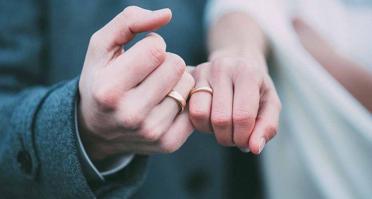 Hochzeit #hochzeitsfotograf #Ringe #hochzeitsringe #bridge,  groom,  Braut,  Bräutigam,  hands,  Hände,  Love,  Liebe,  heiraten,  weddingshoot,  wedding,  свадьба,  кольца,  руки,  # жених #невеста #любовь