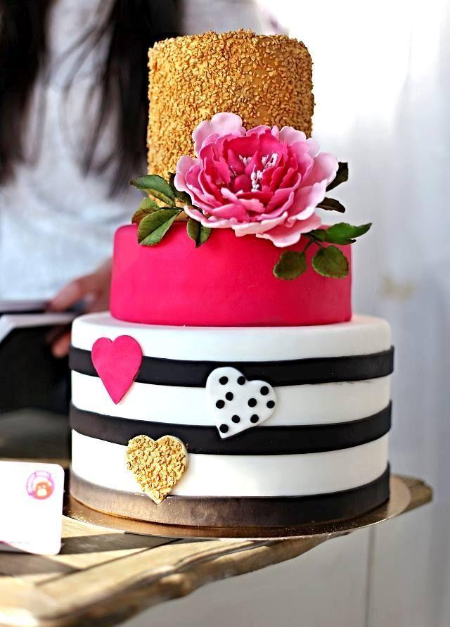 Svatební dort s pivoňkou