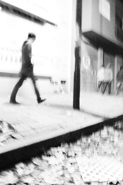 """""""Si un hombre se muere en esta ciudad Poco a poco se paga, nunca lo sabrás."""" MILESph  Artista: Milton Figueredo Miles"""