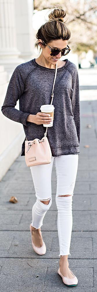 An outfit that is perfect for work, shopping or drinks with friends. Ripped white jeans, a gray cardigan and pastel pink ballerina shoes. Accessorize with a parcel bag and be more glamorous with statement earrings.