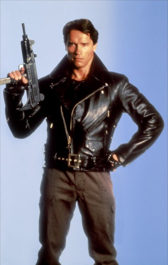 O ator Arnold Schwarzenegger em foto promocional de O Exterminador do Futuro.