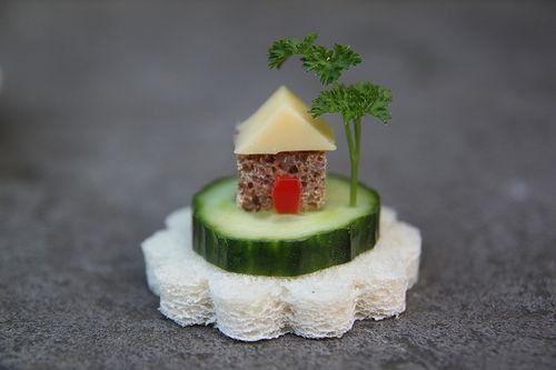 Sandwish island: Red Doors, Islands Style, Fun Food, Funfood, Teas Sandwiches, Tiny Houses, Food Crafts, Minis Houses, Cucumber Sandwiches