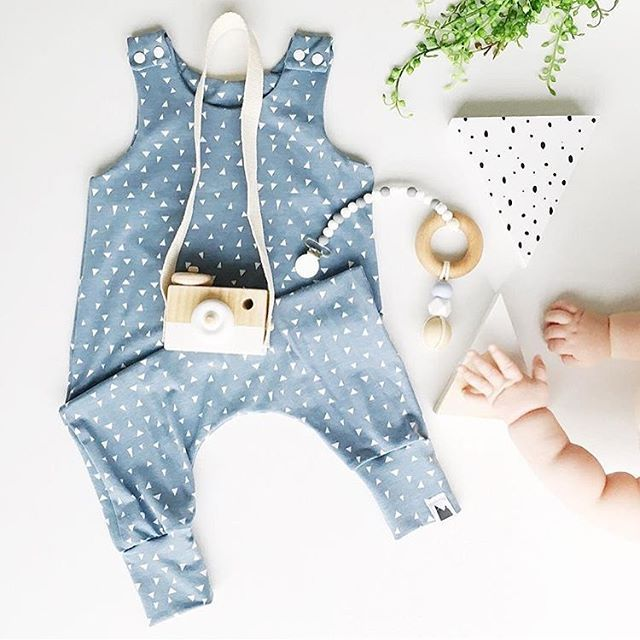 Baby Fashion Flatlay - Mount Zi. @liss.and.arlo Hipster baby, baby romper, unisex baby clothes, wooden baby toys.