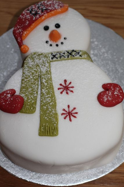 Snowman cake - For all your cake decorating supplies, please visit craftcompany.co.uk