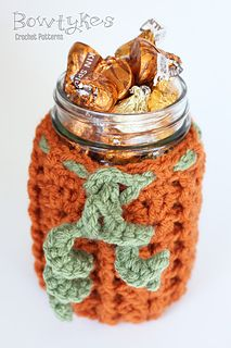 This cozy turns a pint size canning jar into a cute Fall table decoration. It also makes a great gift and is adorable filled with candies or mixes. This cozy works up very quickly and makes a fun project with endless possibilities!