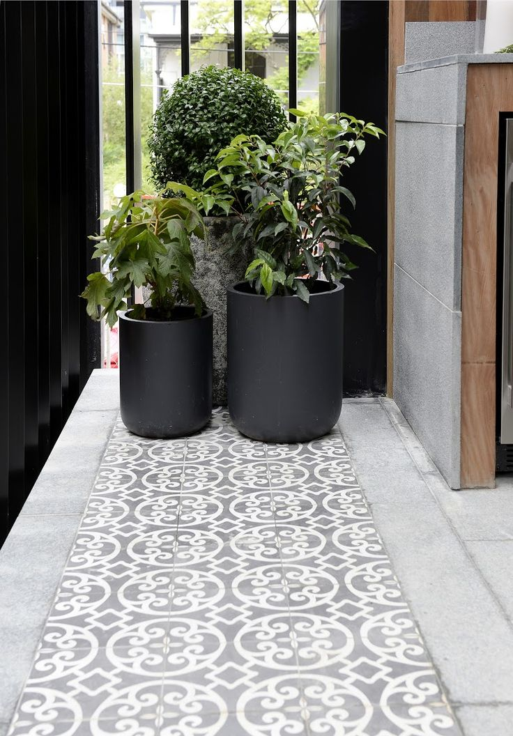 Tile mix and pot plant cluster