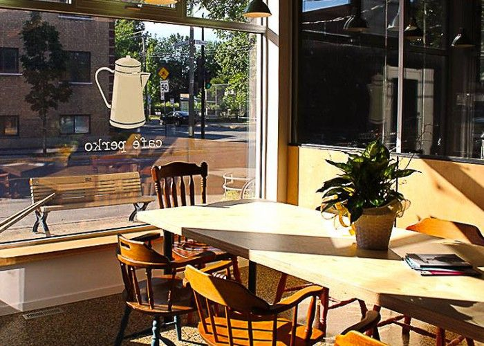 Café Perko opens early and closes late.Café Perko's concise and entertaining menu can equally appease someone with the munchies as well as customers with large appetites. Macaroni Tuesdays are apparently all the rage since opening. Among the everyday staples are savoury options prepared by the caterer, DP food, as well as grilled-cheese, made with bread from Le pain dans les voiles bakery. You can also count on a selection of salads and homemade soups, cooked on site.