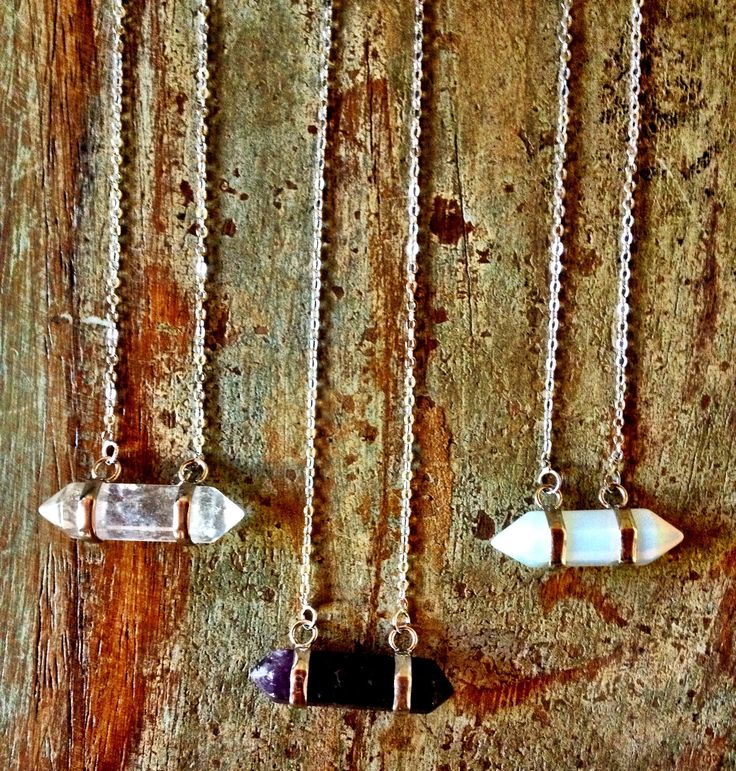La Luna stone necklacesilverchain length approx. 23cmhorizontal crystals choose from Crystal Quartz, Amethyst or Opalite. Crystal Quartz:Known as the 'Universal Crystal' due to its many uses enhances spiritual growth