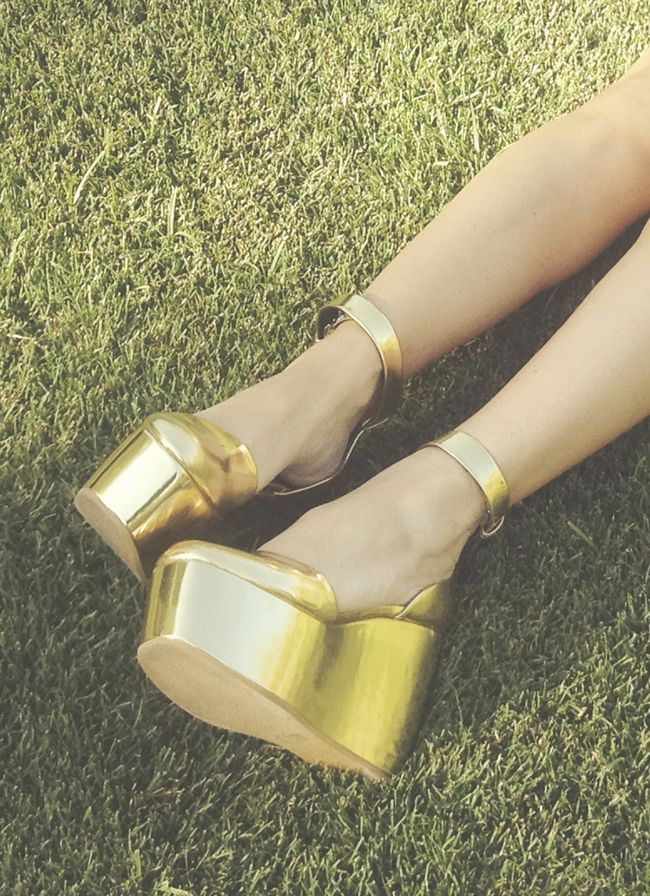 Céline wedges.: Gold Wedges, Gold Rush, Crazy Shoes, Wedding Shoes, Summer Feet, Gold Platform, Platform Shoes, Girls Shoes, Gold Shoes
