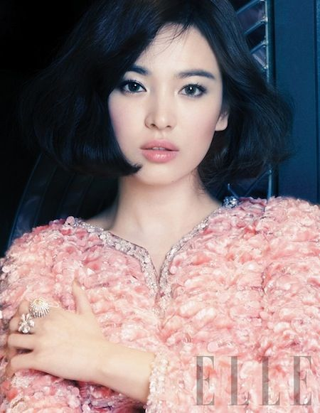 Song Hye Kyo: Soft pink lips and cheeks, taupe eyes, and natural brows. Skin is a soft matte with a subtle glow. Ethereal, feminine, and natural.