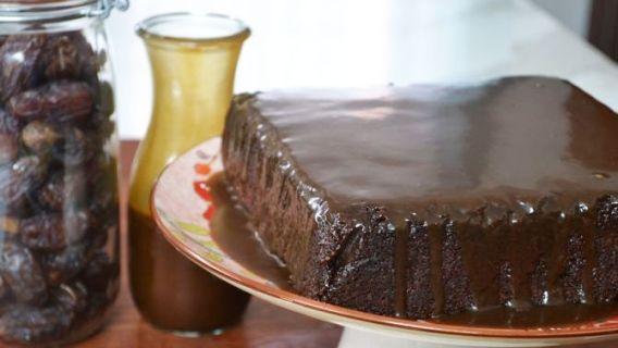Gâteau aux dattes et aux bananes, sauce au caramel - Recettes de cuisine, trucs et conseils - Canal Vie