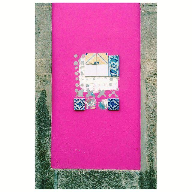 não fui eu estraguei #fuschia #pink #tileaddiction #urban #streetart #vsco #igersporto #p3top by monicascasado
