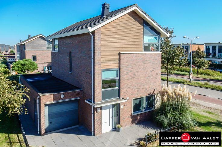 Wil jij royaal wonen in een keurig afgewerkt VRIJSTAAND WOONHUIS met inpandige GARAGE in Alkmaar? Deze woning heeft een fraaie, vrije ligging in de nieuwe woonwijk Vroonermeer. Klik snel hier: http://www.makelaar-alkmaar-dapper-vanaalst.nl/woning/alkmaar-vasalisstraat-2/