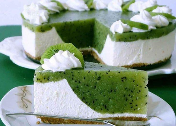 Echipa Bucătarul.tvvă oferă o rețetă delicioasă și elegantă de cheesecake cu kiwi. Acest desert cremos, gingaș și rafinat va înfrumuseța orice masă și va surprindetoțigurmanzii. Impresionați-vă oaspeții și familia cu un cheesecake parfumat, revigorant, gustos și aspectuos! Ingrediente pentru blat – 200 g de biscuiți – 100 g de unt Notă: Vezi Măsurarea ingredientelor Ingrediente …