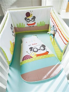 SIZE: half-size cot bumper:  180 x 40 cm.  Cot bumper in 100% cotton percale. 100% polyester padding.  Appliqué grass in softly padded percale.   Printed, appliqué and embroidered motifs.  Featuring a host of play elements: mirror, pocket for cuddly toy, squeaky snail, flocked panda, crinkly leaf and hide-and-seek leaf.    WHAT YOU NEED TO KNOW:   SAFETY WARNING: Remove as soon as baby is able to move on their side or front or sit unaided to prevent possible injury. Please check bumpers…