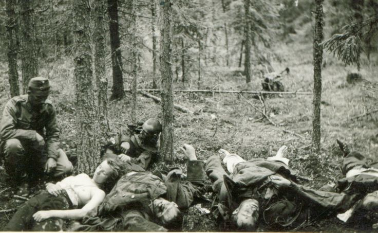 Finnish soldier sitting next to the corpses of Soviet soldiers, including a woman. Olonetsky isthmus.   Источник информации о фото: