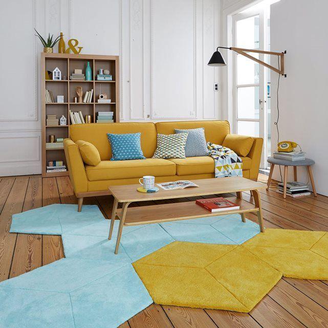 Le canapé Tasie : lignes épurées à la parfaite symétrie, pieds fuselés style scandinave et accoudoirs évasés offrant un grand confort, ce superbe canapé sera la pièce maîtresse de votre séjour. Fabrication française.