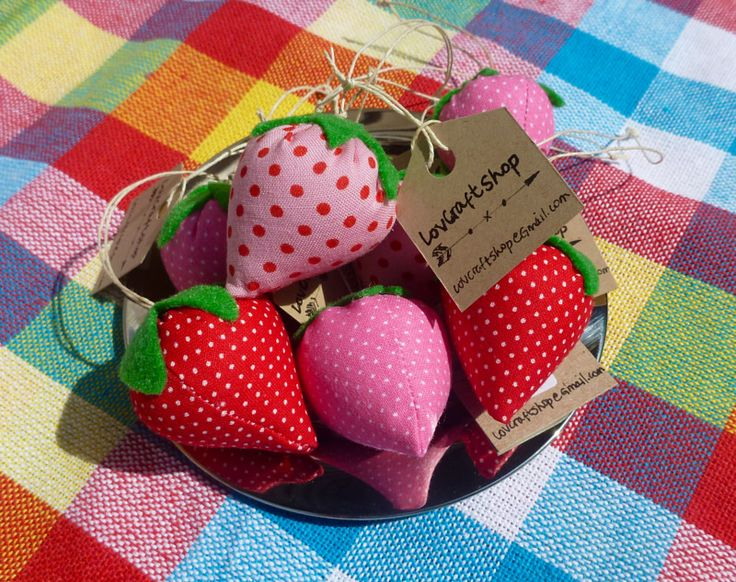 LovCraftShop - strawberry pin cushions