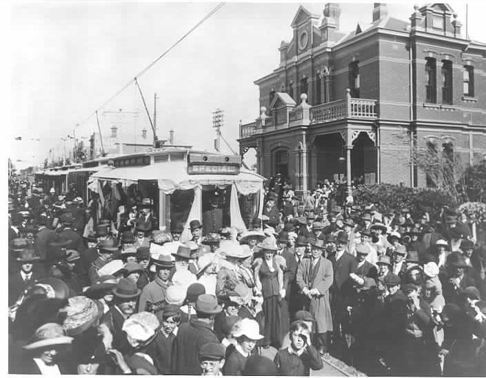 MP 5066. The extension of the Prahran and Malvern Tramways Trust electric tram service along Glenhuntly Road Elsternwick, 1914.