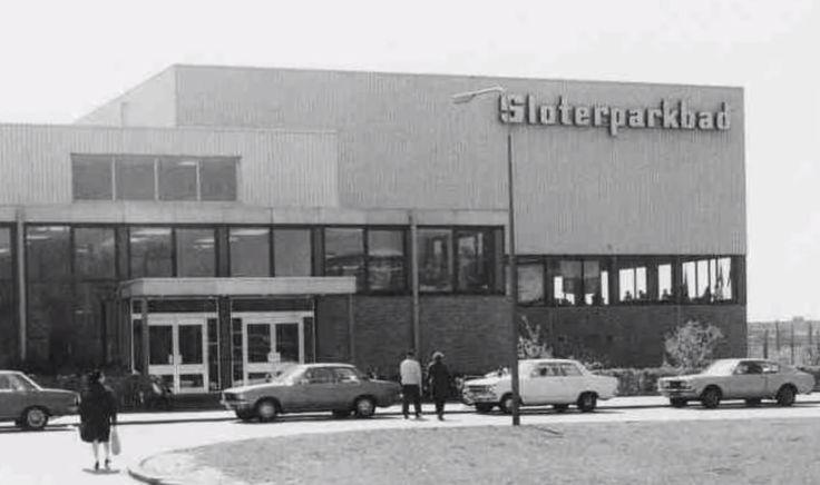 Amsterdam, Slotermeer. Sloterparkbad. Ingang binnenzwembad. Jaren '70.