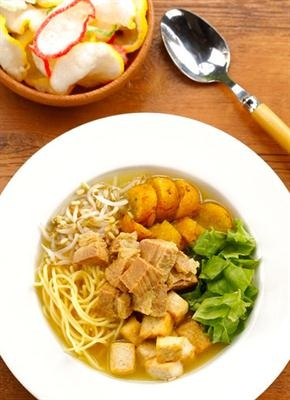 """TAHU CAMPUR - Fried tofu with noodles, sprout, beef and lettuce. Served with """"kerupuk bawang"""" (onion crackers)"""